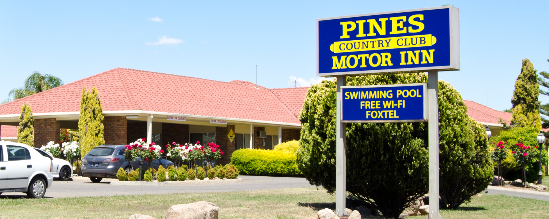 https://www.pinescountryclubmotorinn.com.au/wp-content/uploads/2016/05/Pine-country-club-banner4.jpg