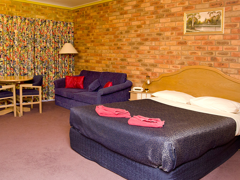 https://www.pinescountryclubmotorinn.com.au/wp-content/uploads/2016/05/Twin-Room1.jpg